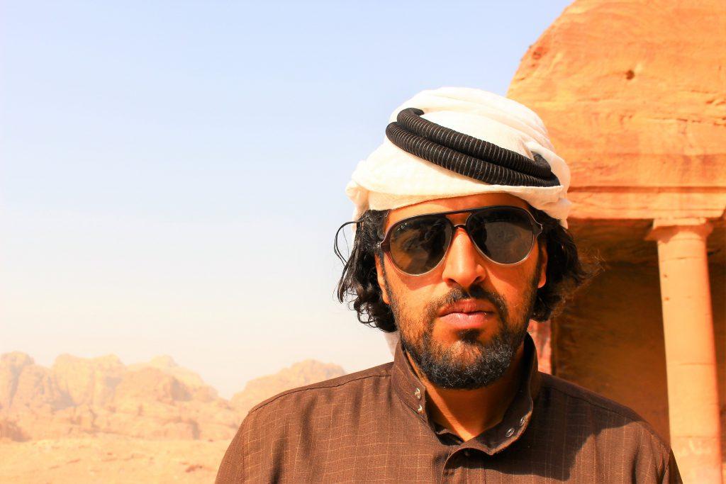 中東ヨルダン旅行ペトラ遺跡現地人