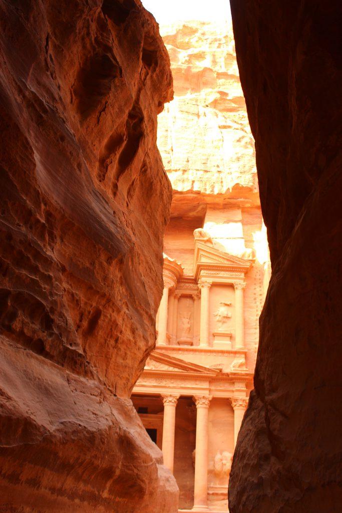 海外女子一人旅中東ヨルダン旅行ペトラ遺跡夜