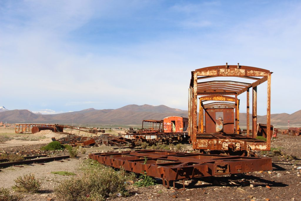 ボリビアウユニ塩湖の歴史「列車の墓場」