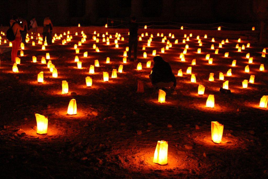 ヨルダンペトラ遺跡夜絶景キャンドルペトラバイナイト