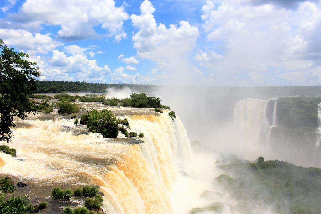 世界一周旅行南米絶景観光スポットイグアスの滝行きたい