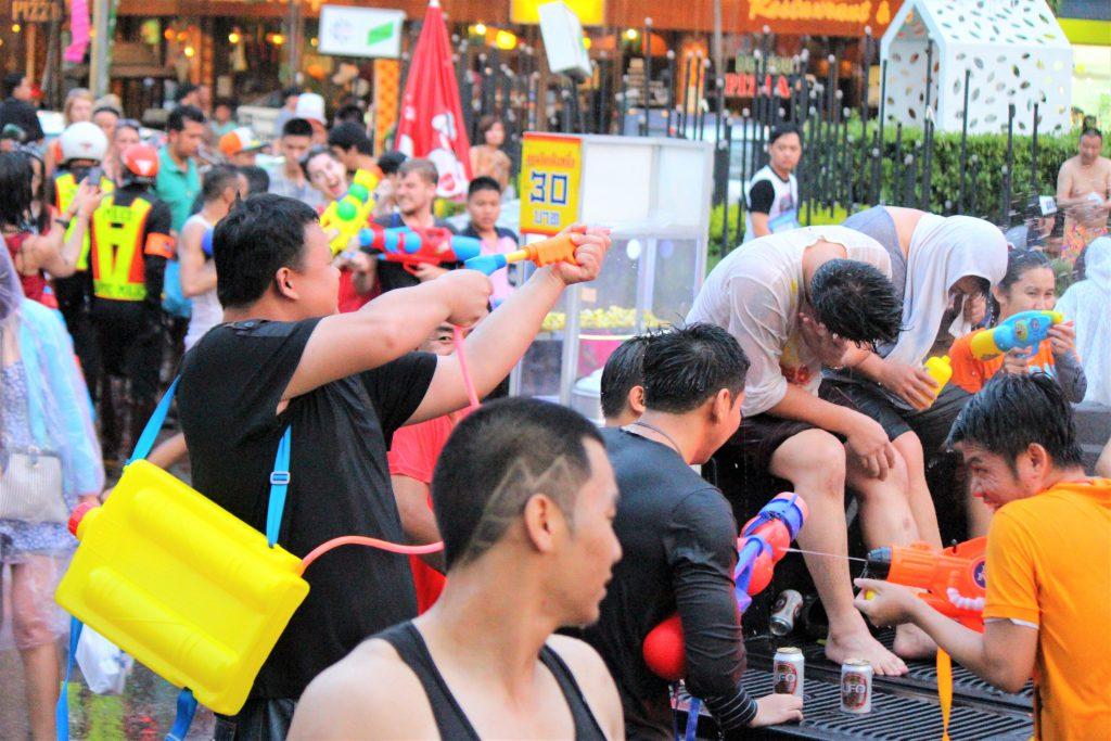 タイ チェンマイ 水かけ祭り