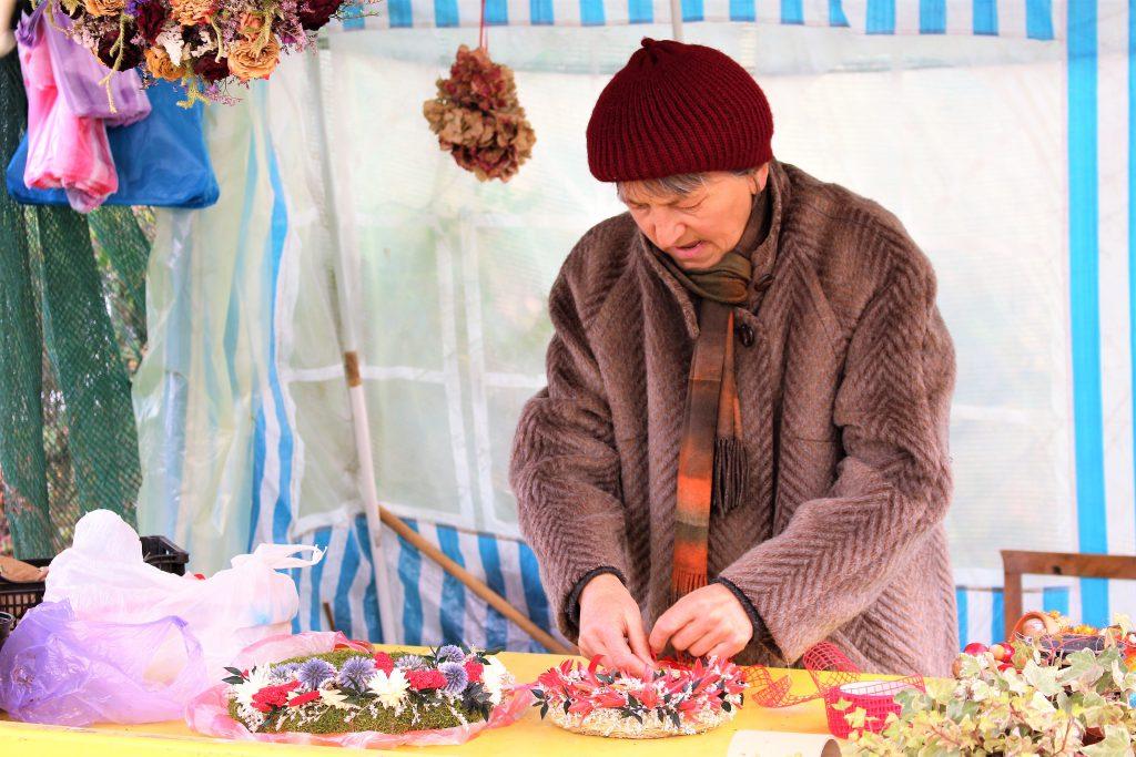 ヨーロッパ東欧ルーマニアのクリスマス飾りの準備