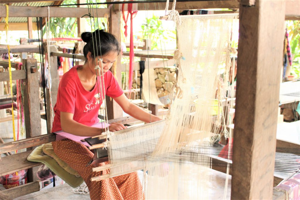 ラオスルアンパパーンおすすめ観光スポット伝統工芸
