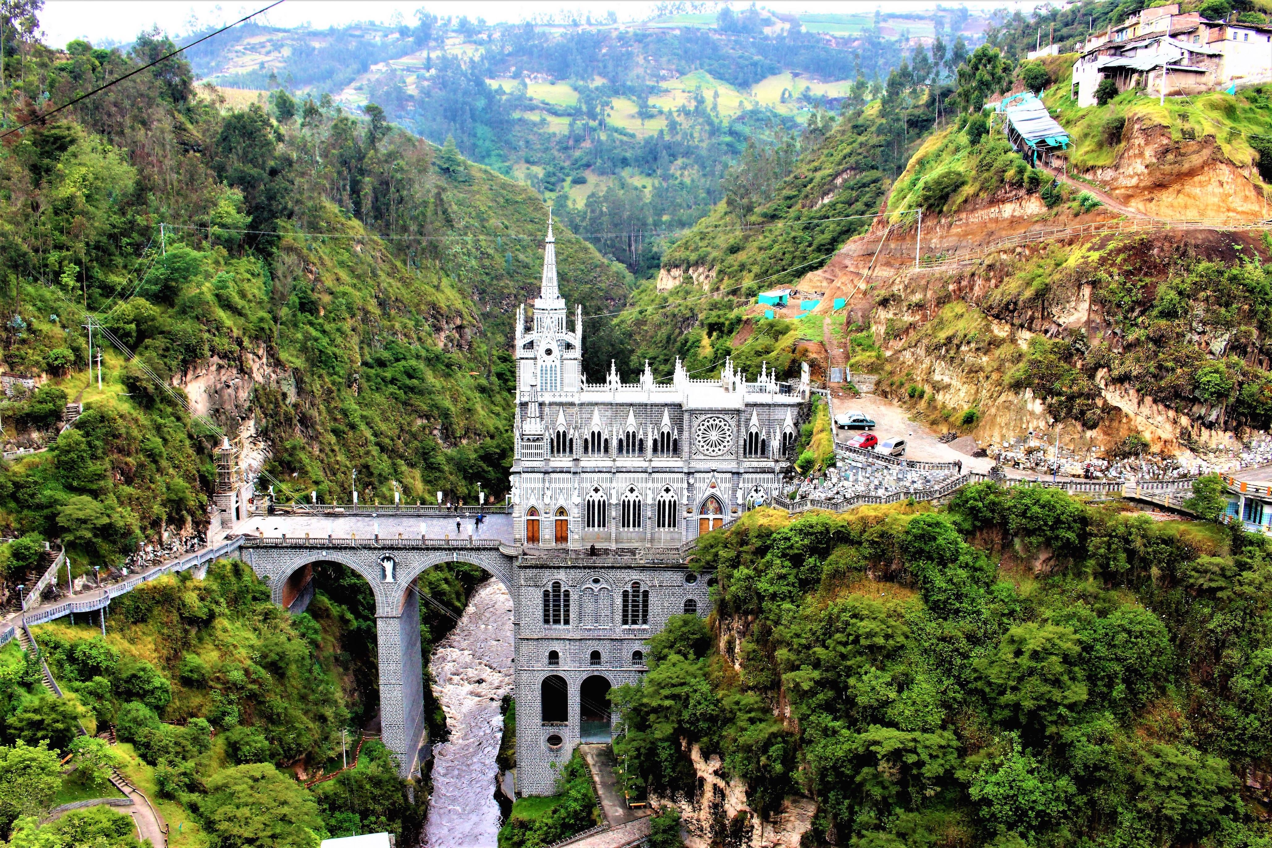 世界一周旅行南米コロンビア絶景観光スポットラス・ラハスの教会