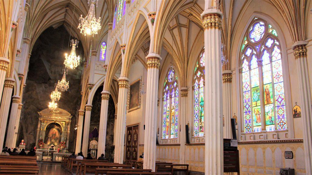 世界一周旅行南米コロンビア絶景観光ラス・ラハスの教会