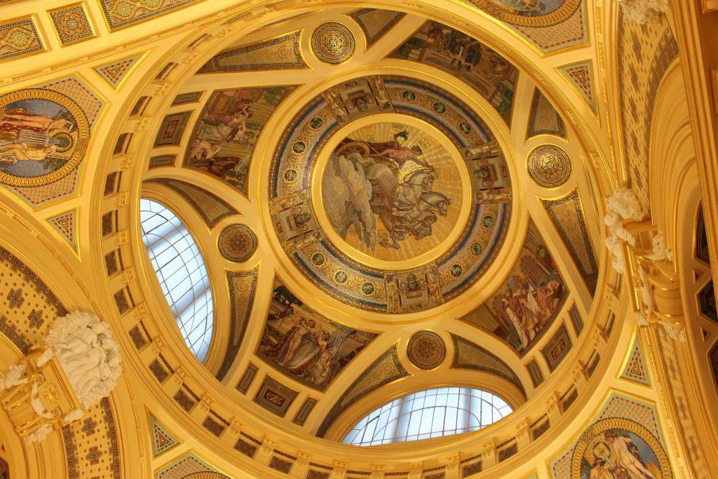 ヨーロッパ旅行ハンガリーの温泉大浴場はまるで美術館