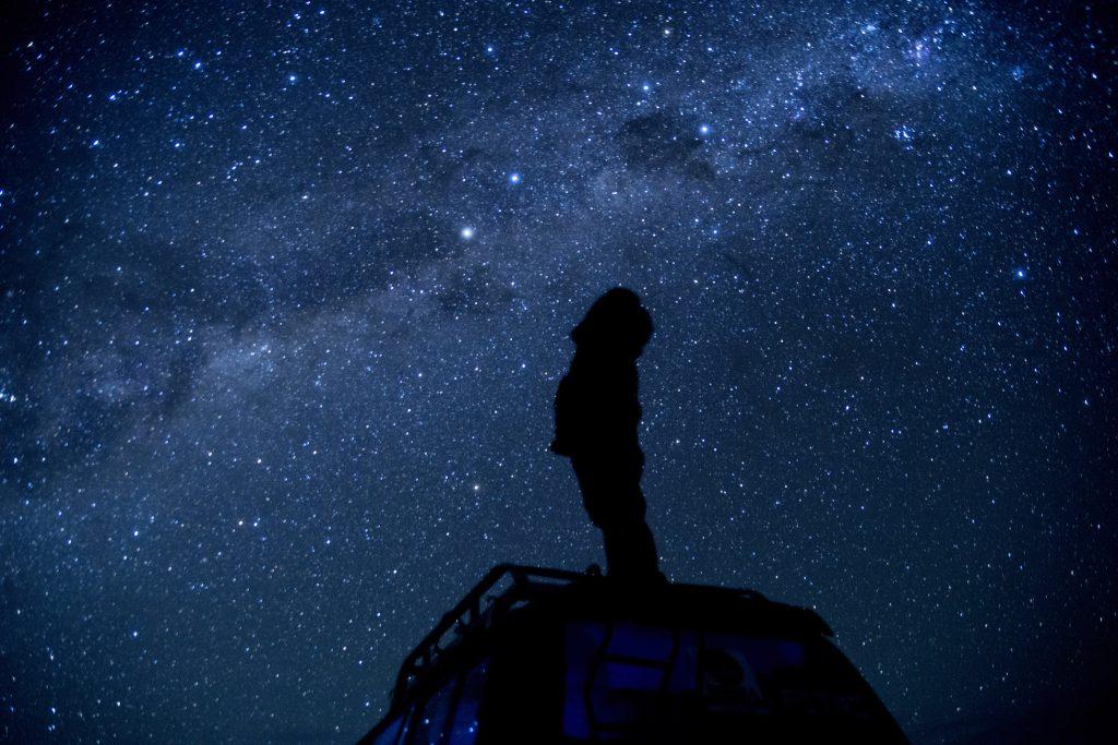 ボリビアウユニ塩湖雨季に見られる「宇宙」