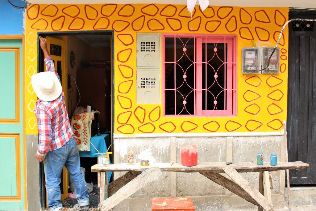 世界一周旅行南米コロンビアメデジングアタぺ街可愛い村