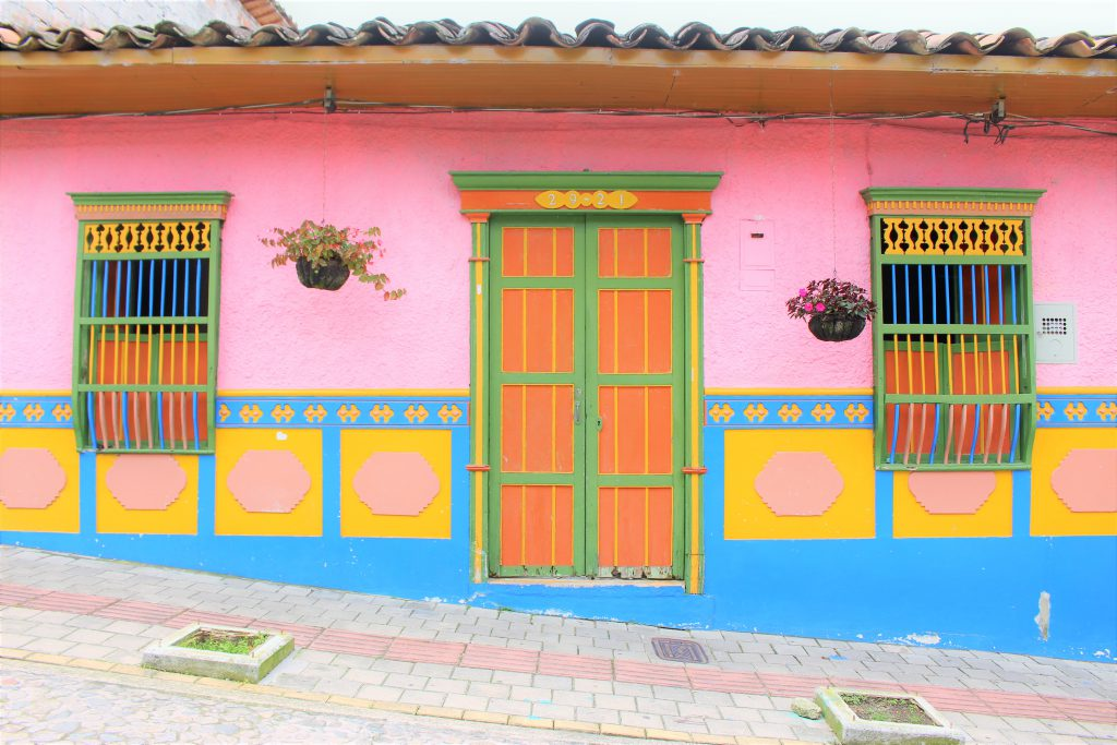 世界一周旅行南米コロンビアメデジングアタぺ街かわいい