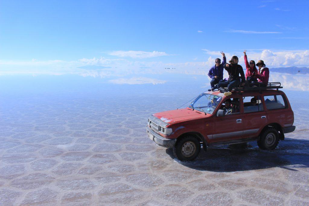 ウユニ村からウユニ塩湖車でドライブ