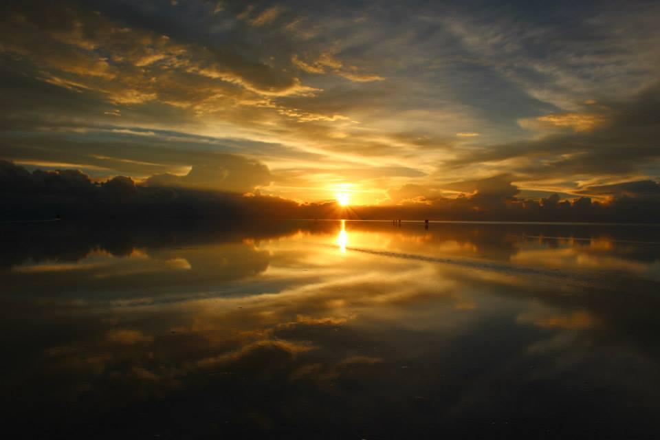 世界の絶景サンセットボリビアウユニ塩湖雨季