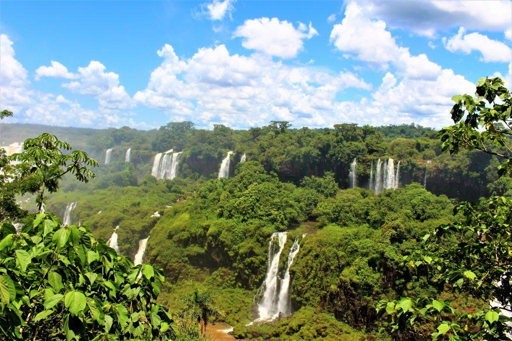 世界一周旅行南米絶景観光スポットイグアスの滝