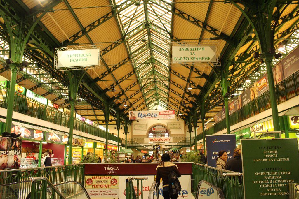 ブルガリア旅行お土産ならソフィアのセントラルハリの市場