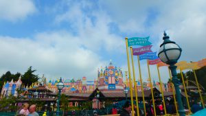 ディズニーランドパリのイッツアスモールワールドは人気