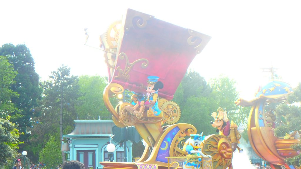 ディズニーランドパリパレード25周年記念衣装のミッキー