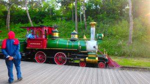 ディズニーランドで鉄道パリのディズニーを周回