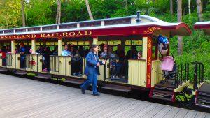 ディズニーランドパリを一周する鉄道でのんびりお散歩