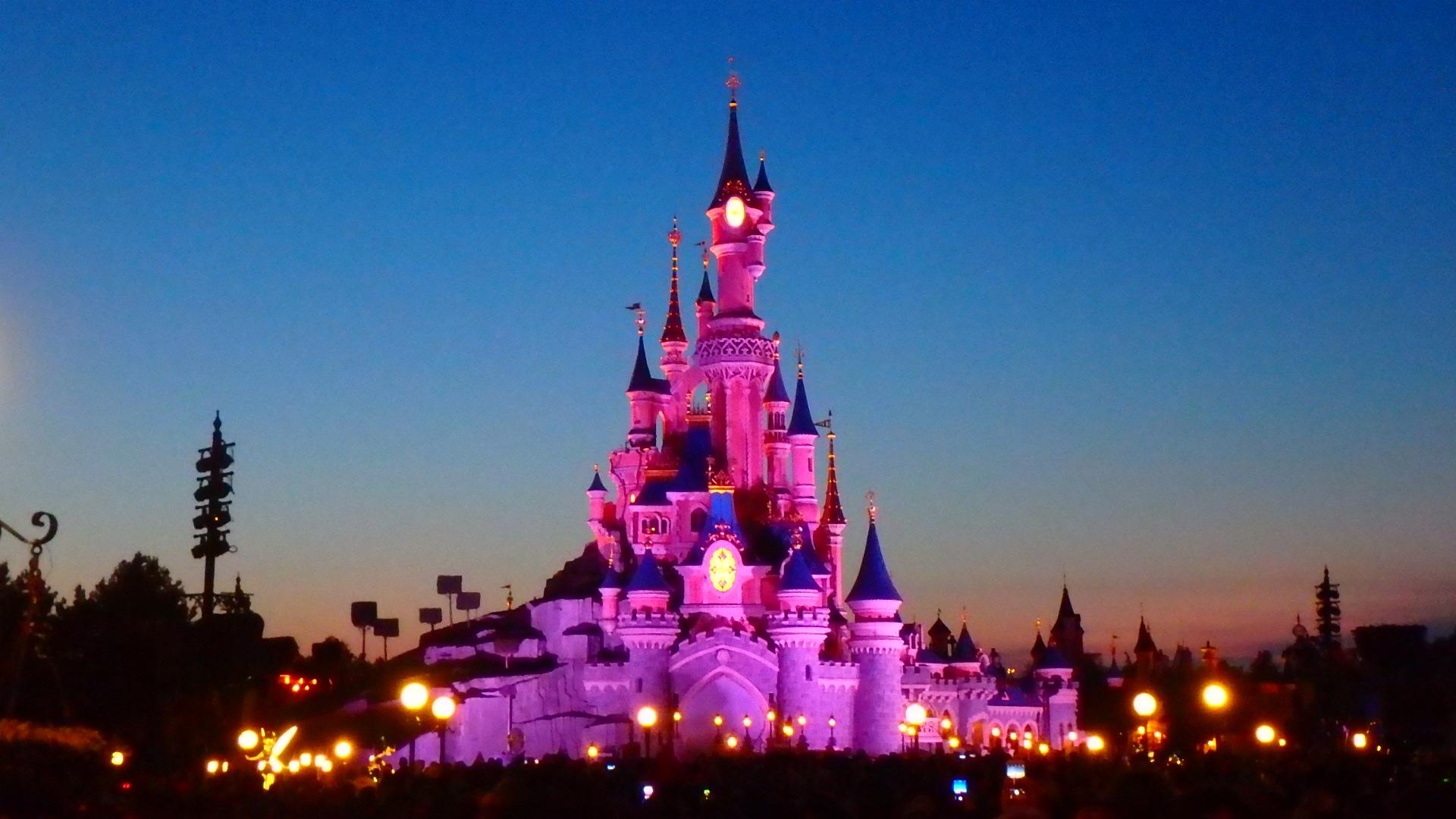 パリのディズニー 夜のショーと花火 開始時間