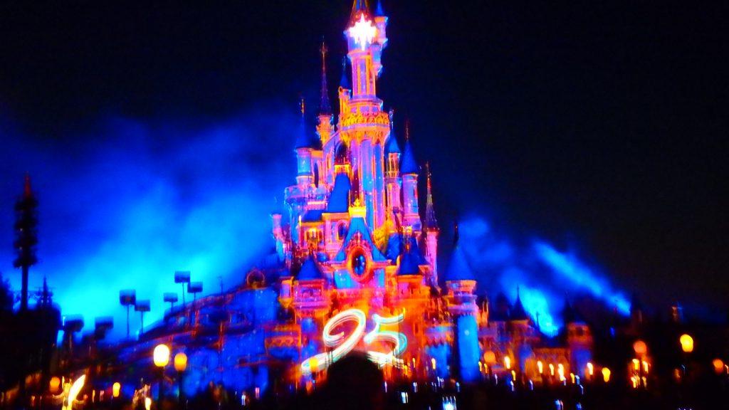 ディズニーランドパリ25周年お城のライトアップ