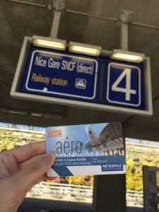 ニース 空港から市内行きのバス チケット