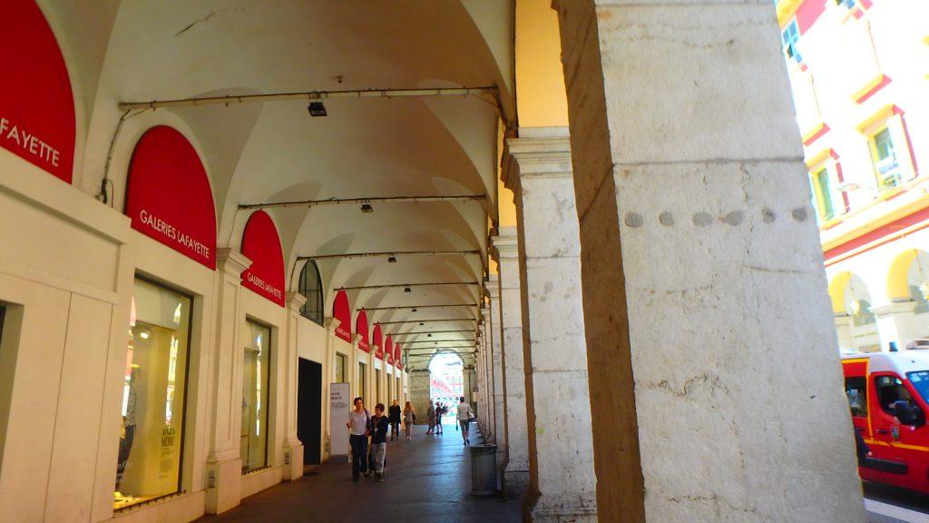 フランスニースでショッピング買い物ストリート