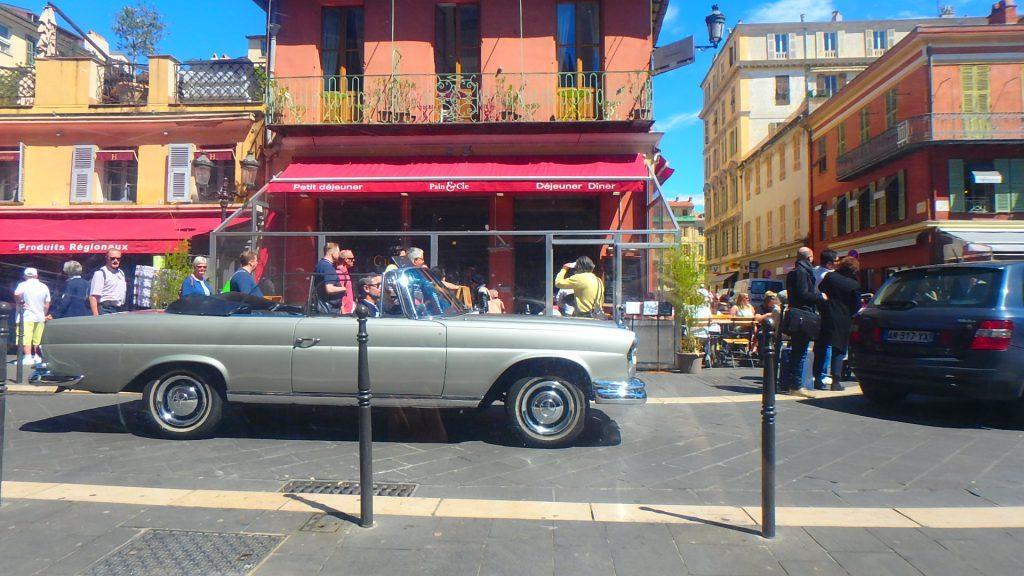 フランスニースおすすめイタリアンレストランのテラス席