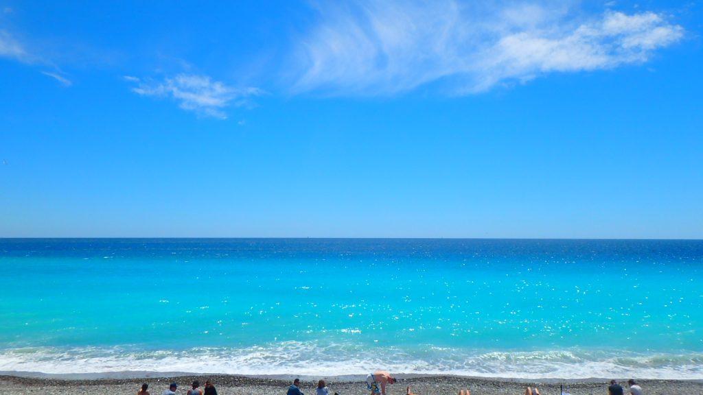 フランスニースのビーチが綺麗すぎる!絶景ビーチ