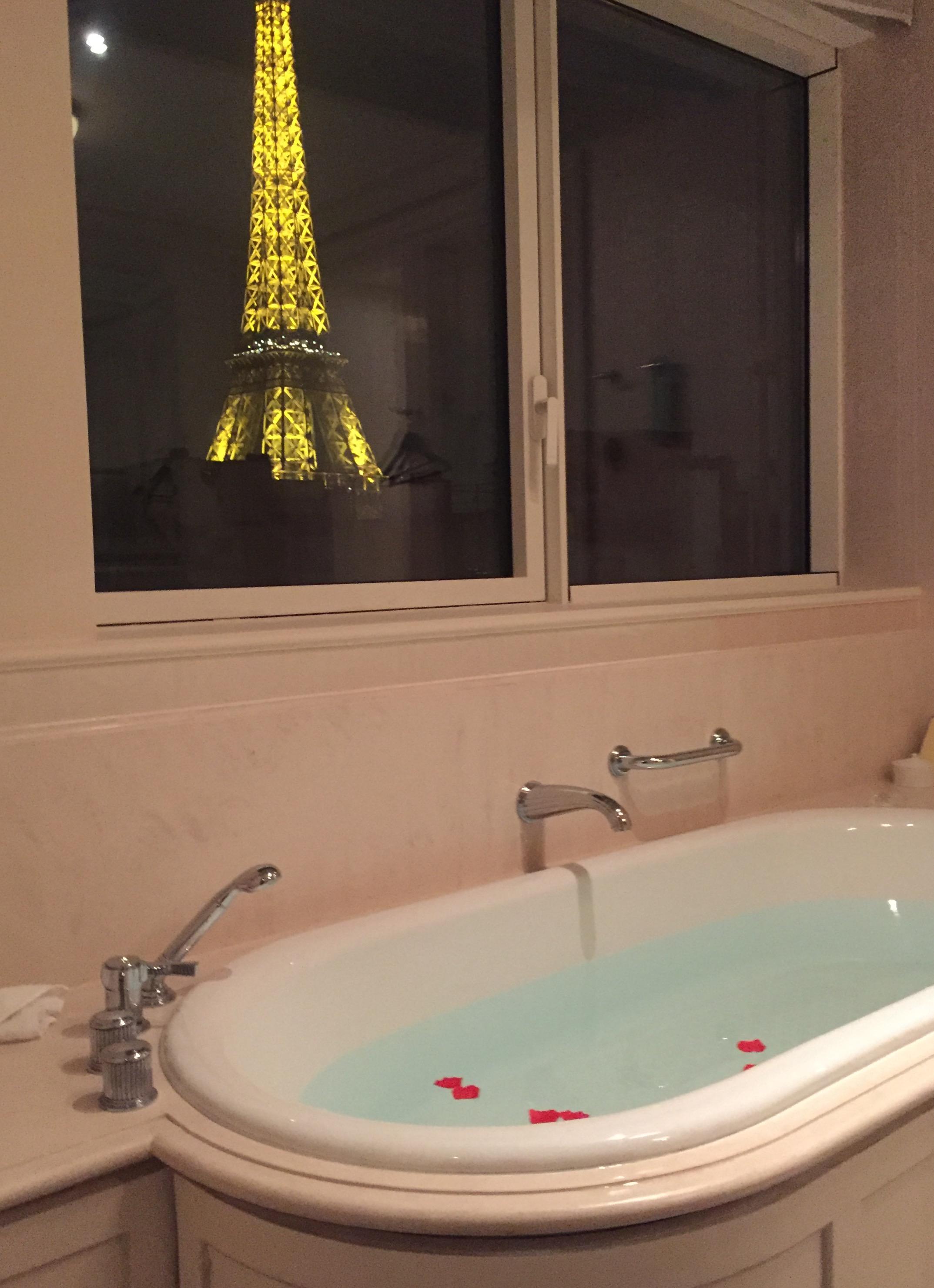 お風呂からエッフェル塔 パリのおすすめホテル