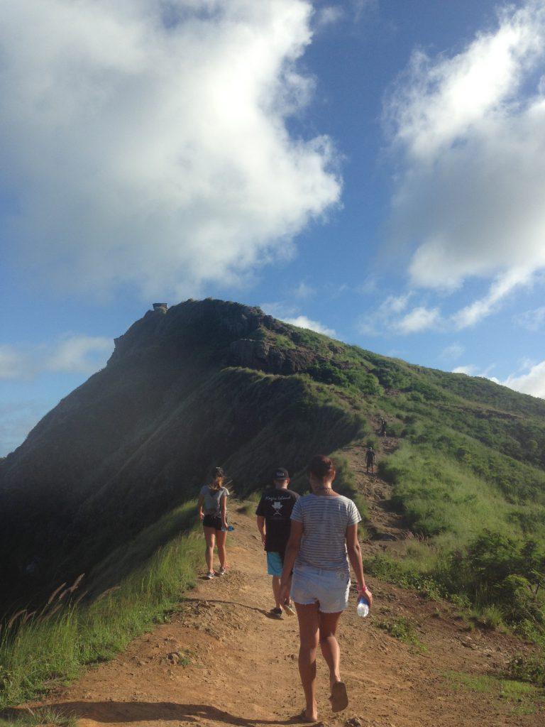 ハワイハイキングラニカイピルボックスで山登り