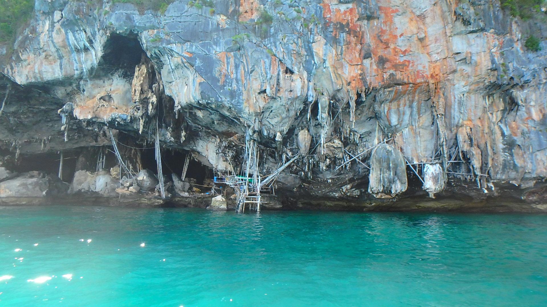 ピピレイ島バイキングケーブは海賊の住処が生々しく残る