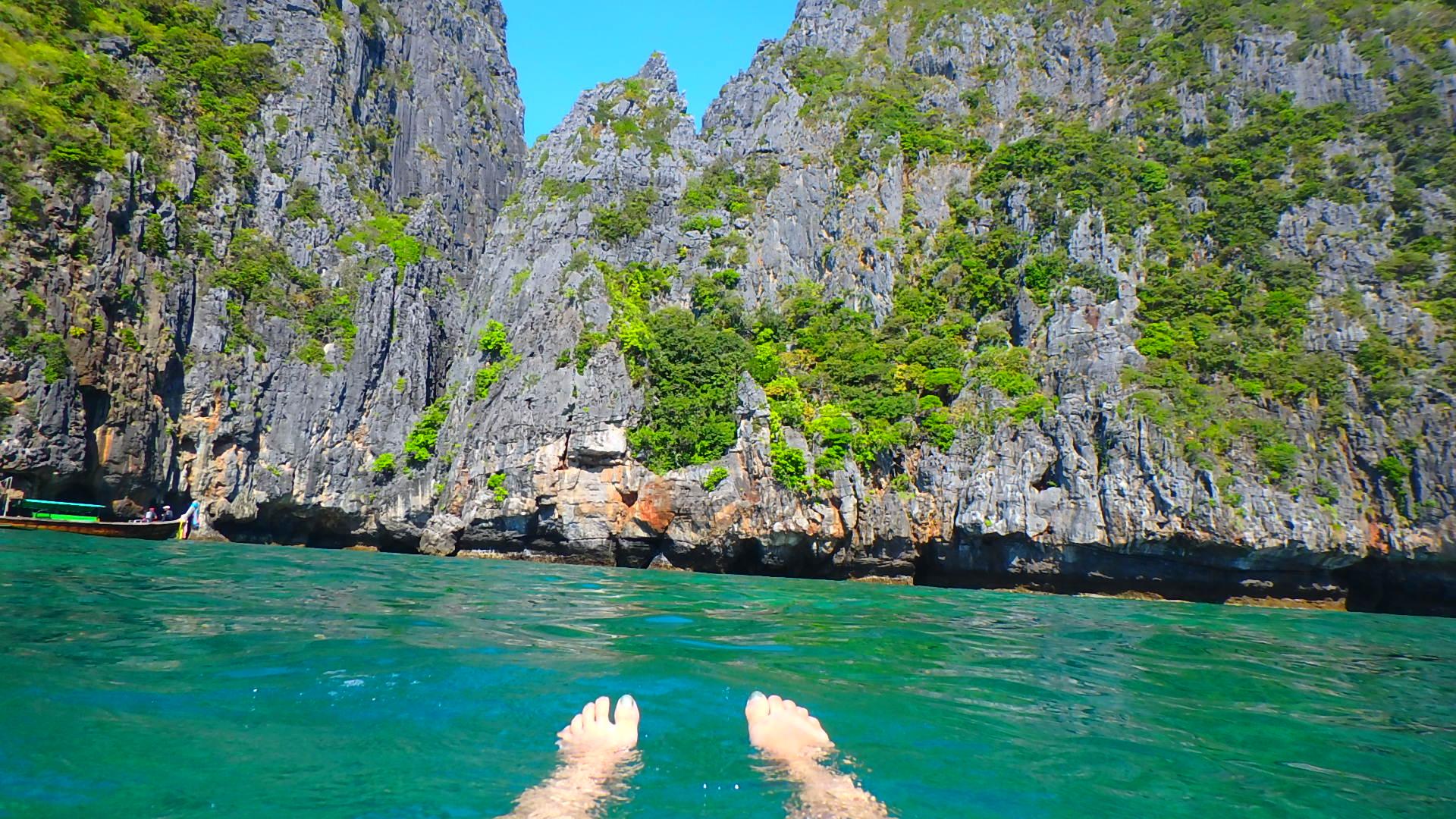 ピピ島ピピレイの絶景ビーチでシュノーケリング