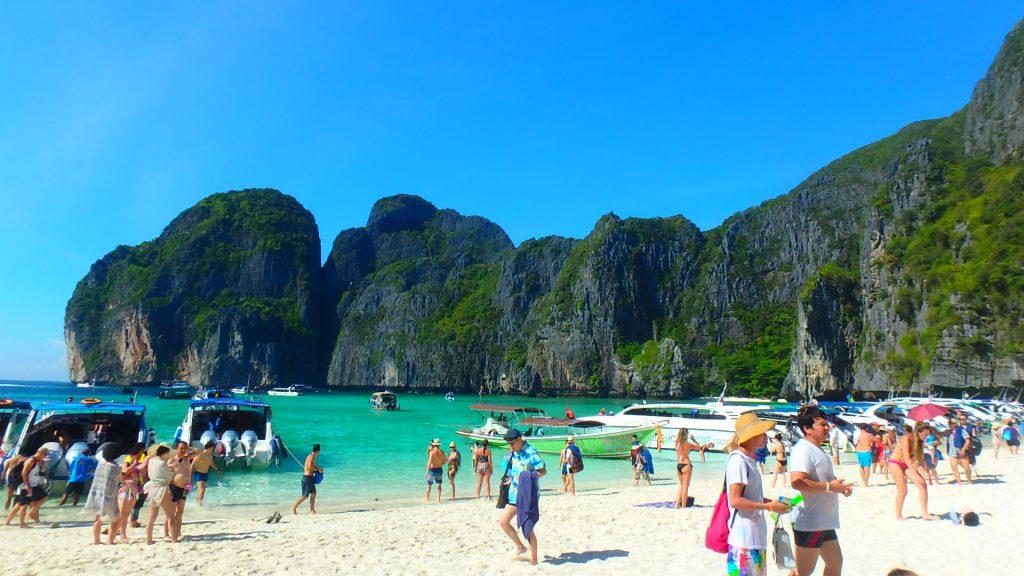 ピピ島The Beachマヤビーチは観光客で大賑わい