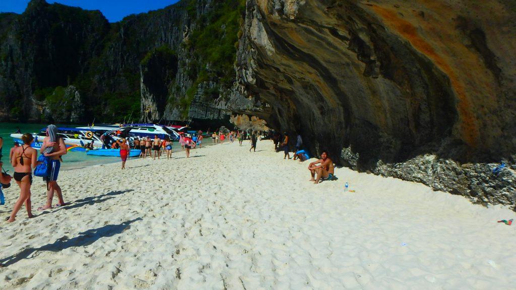 ピピ島The Beachザビーチの舞台マヤビーチの砂浜