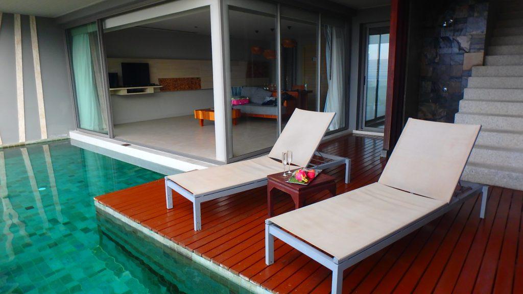プーケットのホテルプライベートプール付きの部屋パトンビーチ