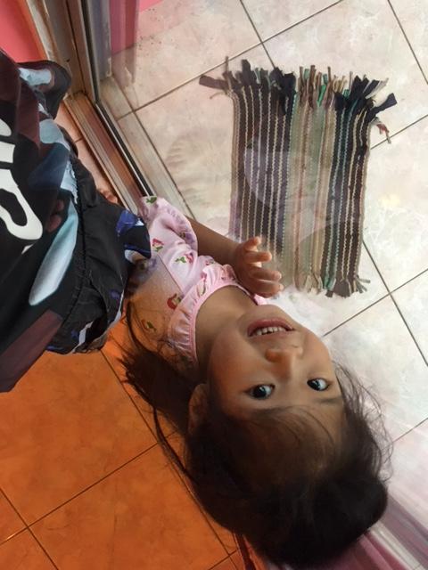 タイラン島スコールとタイ人の小さい子供