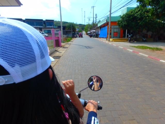 タイラン島レンタルバイクでビーチへ