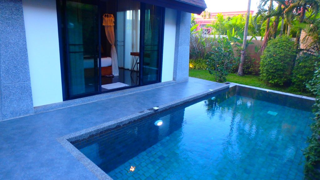 The kiri villas resortザキリ ヴィラズリゾート客室のプール