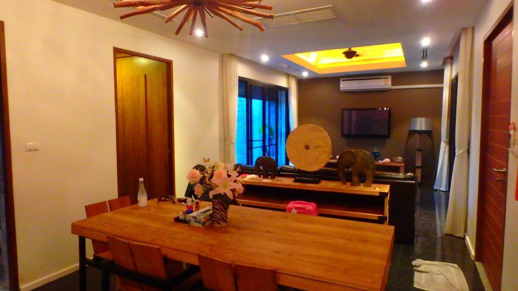 The kiri villas resortザキリ ヴィラズリゾートのリビングダイニング