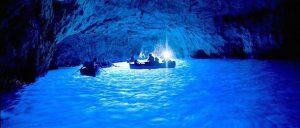 カプリ島のおすすめ観光 青の洞窟