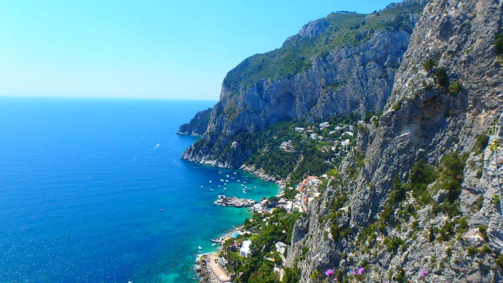 イタリアカプリ島の展望台からの景色が綺麗すぎる