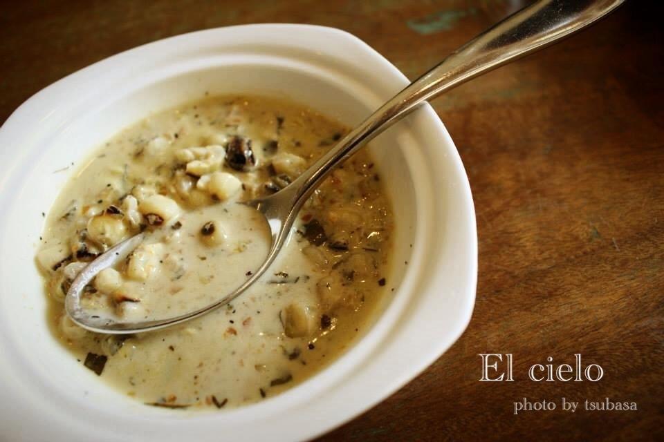 コロンビアのレストラン El Cieloの豆スープ