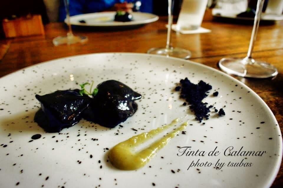 コロンビアのレストラン El Cielo イカスミとチキン