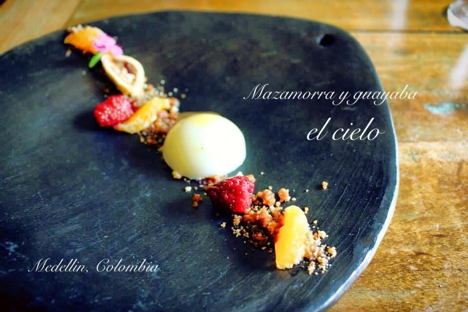 コロンビアのレストラン El Cielo デザートのスイーツ