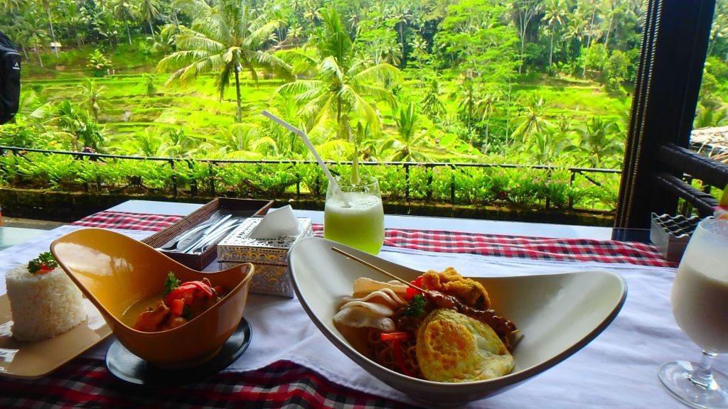 バリ島 テラスパディカフェ ランチ 料理