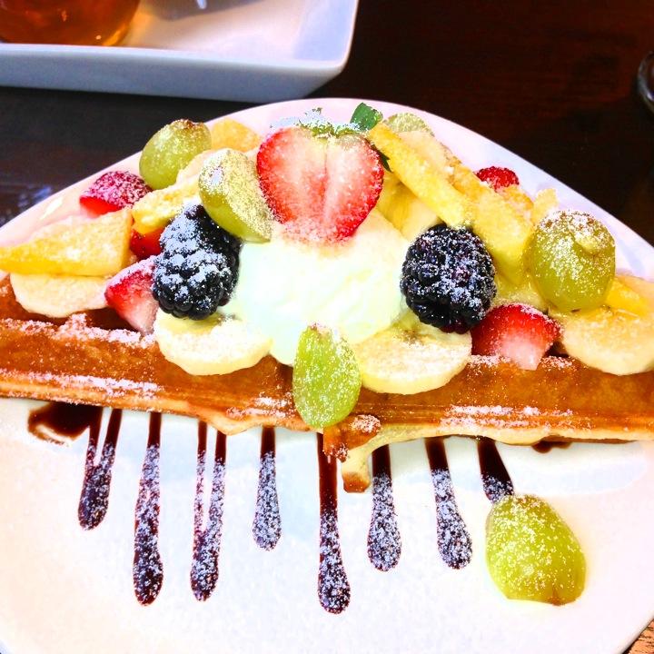 ハワイワイキキで吉川ひなのさんおすすめのお洒落カフェ