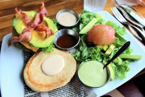 コロンビアの都市メデジンChef Burger Bar アボカドバーガー