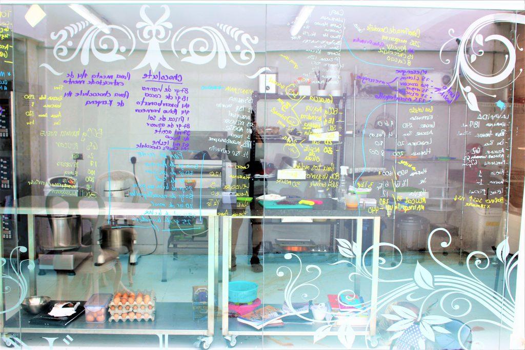 コロンビアメデジンのカップケーキ屋さんNicolette店内