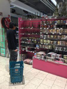 パリのスーパー Auchan お土産もいっぱい