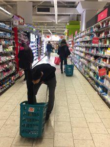 パリのスーパー Auchan